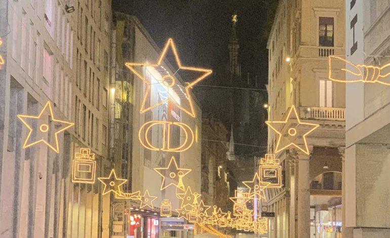 Le griffe illuminano le strade per il Natale