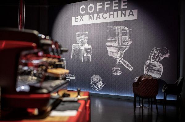 Turisti a Milano per scoprire i musei d'impresa