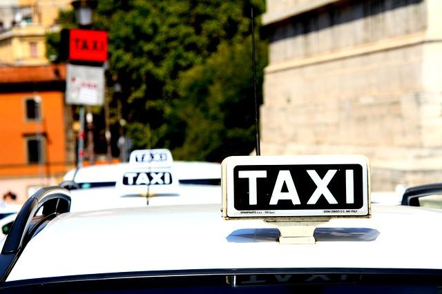 Taxi lombardi, ora fanno anche 'delivery'